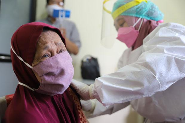 Pelaksanaan Vaksinasi Covid-19 Lansia Pinrang Terbaik di Sulsel