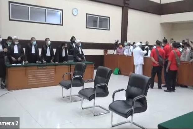 Ogah Jabat Tangan Jaksa Penuntut Umum, Habib Rizieq Teriakkan Allahu Akbar