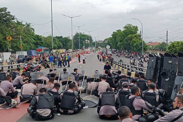 Massa Pendukung Habib Rizieq Membubarkan Diri, Lalu Lintas Jalan I Gusti Ngurah Rai Dibuka