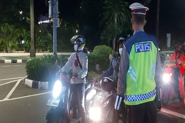 Cegah Massa Ikuti Sidang Habib Rizieq, Polisi Sekat Perbatasan Tangerang-Jakarta