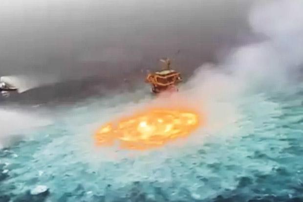 Viral Video Kebakaran Bawah Air di Teluk Meksiko, Netizen: Portal Menuju Neraka