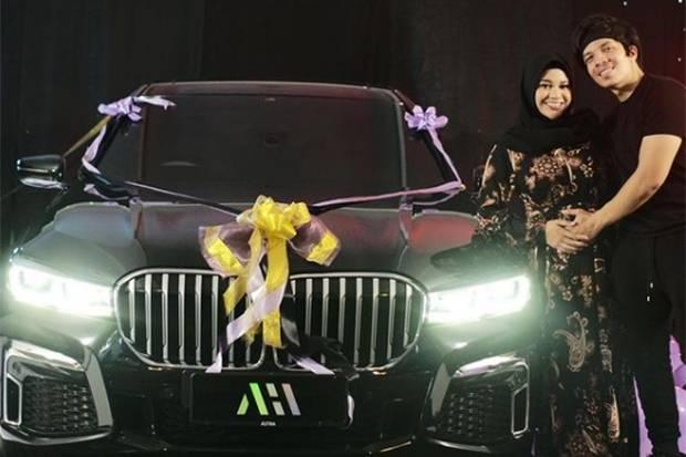 Dihadiahi Mobil Mewah oleh Atta Halilintar di Hari Ulang Tahun, Aurel Hermansyah: Shock!!!