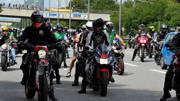 Marah Dilarang Ngebut, Ribuan Bikers Jerman Demo di 6 Kota