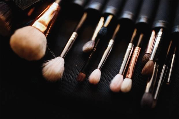 5 Cara Menjaga Alat Makeup Anda Tetap Bersih