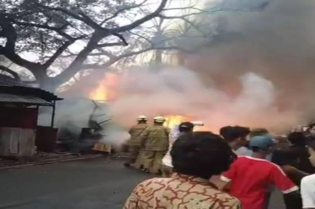 Kebakaran di Manggarai, 10 Mobil Damkar Dikerahkan