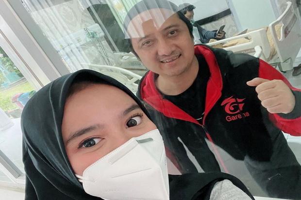 Wirda Mansur Dampingi sang Ayah yang Dirawat di RS