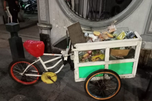 Ditabrak Odong-odong di Salemba Raya, Pedagang Roti Luka-luka