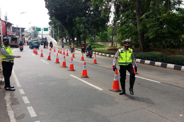 PPKM Darurat Diperpanjang, Petugas Gabungan Masih Jaga Posko Penyekatan