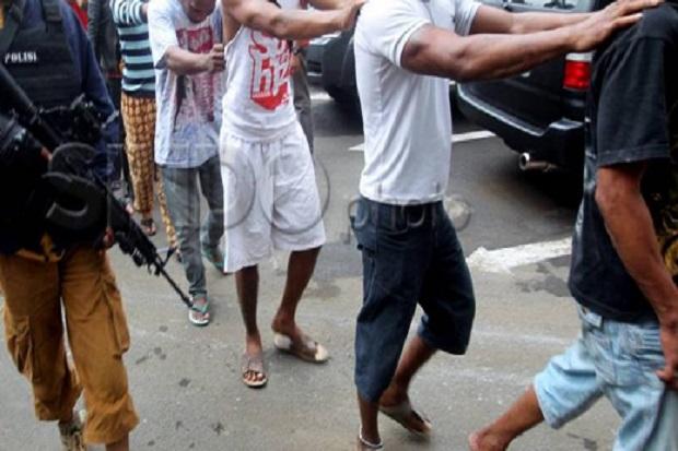 Polisi Ciduk Sejumlah Pemuda yang Diduga Ingin Ikut Demo Tolak PPKM Level 4 di Monas