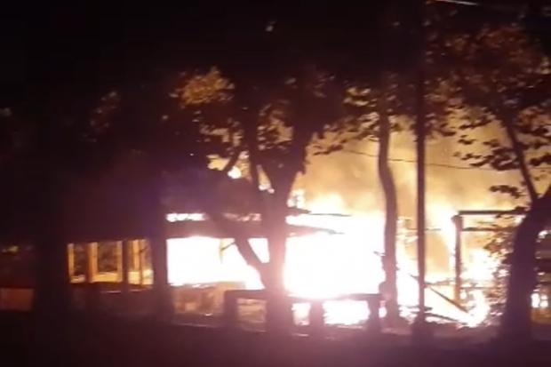 Diduga Korsleting Listring, Saung Sangga Buana Cilandak Ludes Dilalap Api