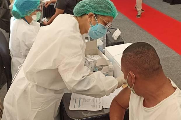 Tinjau Vaksinasi COVID-19 di MNC Studios, Sandiaga Uno Sampaikan Apresiasi untuk Para Nakes