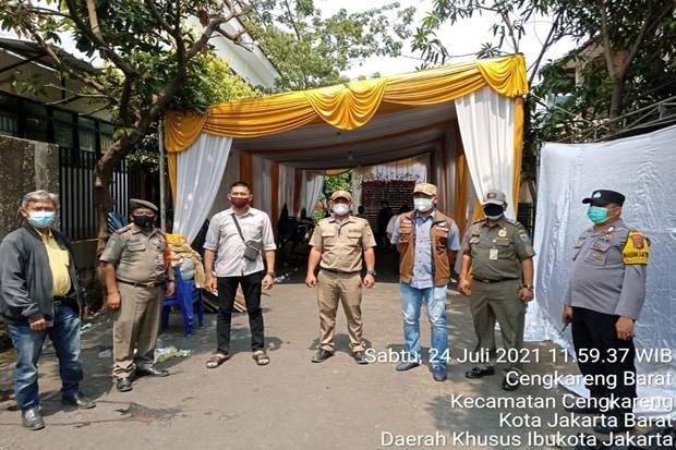 Satpol PP Bubarkan Pesta Pernikahan Warga di Cengkareng Jakbar