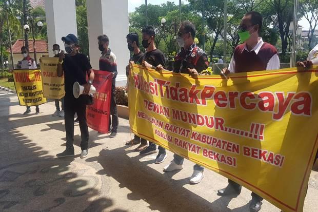 Sampaikan Mosi Tidak Percaya, Kirab Tuntut Mundur 50 Anggota DPRD Kabupaten Bekasi