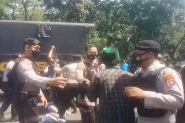 Demo PPKM di Kantor Bupati Tangerang, Belasan Aktivis HMI Diamankan dan Diswab