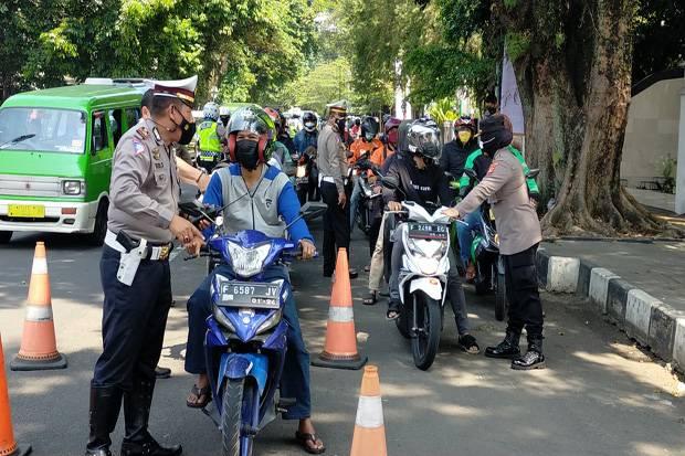 Seperti Razia Kendaraan, Polisi di Kota Bogor Gencarkan Razia Vaksin