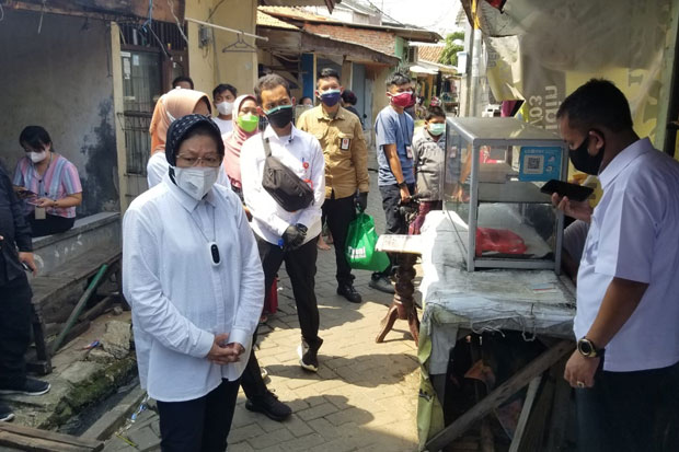 Sidak Penerima Bansos di Tangerang, Mensos Risma Minta Warga Tolak Pungli