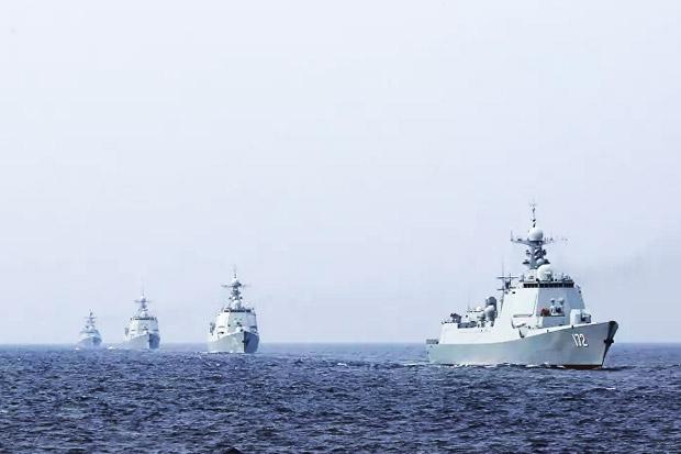 Kapal Perang Inggris Sambangi LCS, China Gelar Latihan Militer