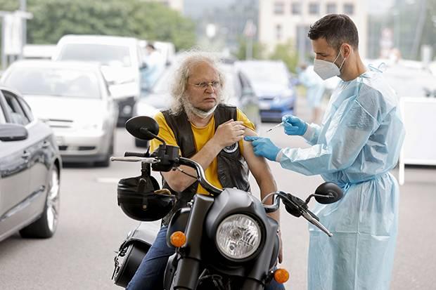 UE Klaim Telah Vaksinasi 70 Persen Penduduk Dewasa di Negara-negara Eropa