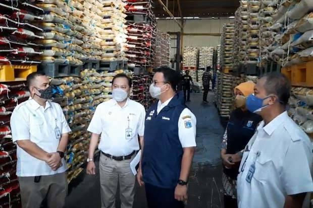 Pemprov DKI Distribusikan 5.000 Ton Beras untuk Warga Cakung Barat dan Cakung Timur