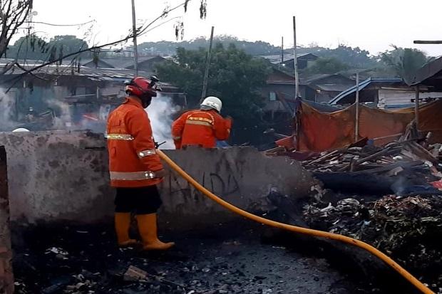 Kebakaran Hanguskan Lapak dan Perahu Nelayan di Cilincing