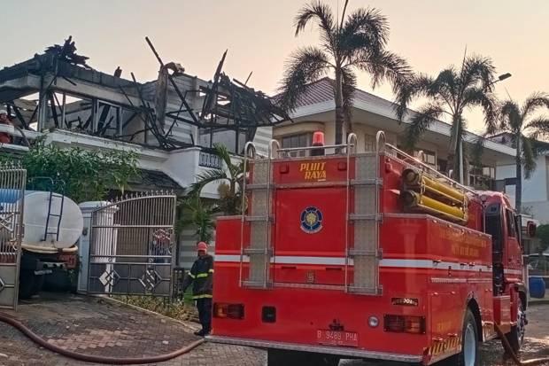Si Jago Merah Hanguskan Lantai 2 Rumah Mewah di Pantai Mutiara