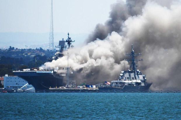 Angkatan Laut AS Seret Pelaut Pelaku Pembakaran Kapal Perang ke Meja Hijau