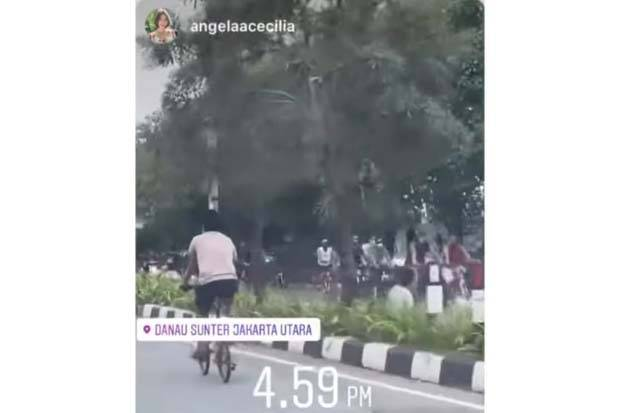 Viral, Warga Bersepeda, Kongkow Hingga Main Bola di Jalan Danau Sunter