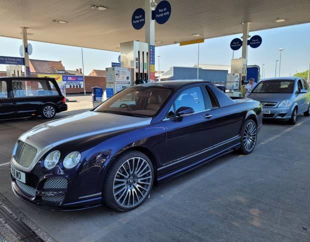Kurang Kerjaan, Bentley Flying Spur Dimodifikasi Jadi Mobil Pikap