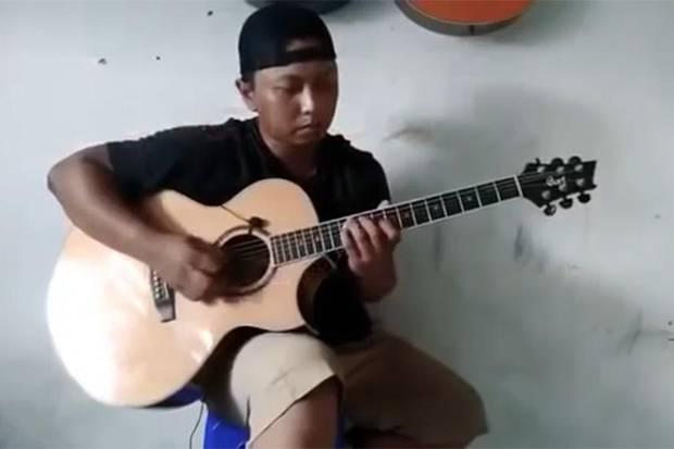 Alip Ba Ta, Gitaris Fingerstyle yang Dipuji Banyak Musisi Dunia