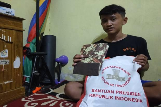 Viral di Media Sosial, Bocah Penjual Gorengan Ini Dapat Bantuan dari Jokowi