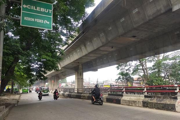 Terus Alami Penurunan, Ruas Jalan Akses Cilebut-Kebon Pedes di Soleh Iskandar Bogor Terancam Ambles