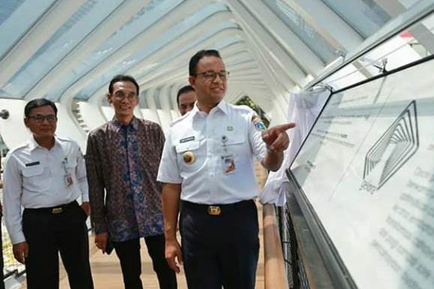 Anies Unggah Progres JPO Sudirman, Warganet: Anda Layak Dapat Bintang