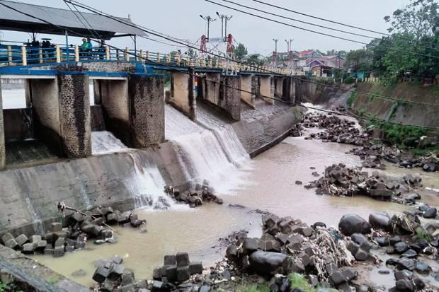 Bogor Diguyur Hujan, Ketinggian Air di Bendung Katulampa Masih Normal