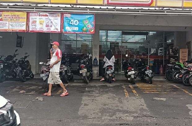 Tidak Ada Imbauan, Minimarket di Jakarta Timur Belum Tutup Poster Rokok