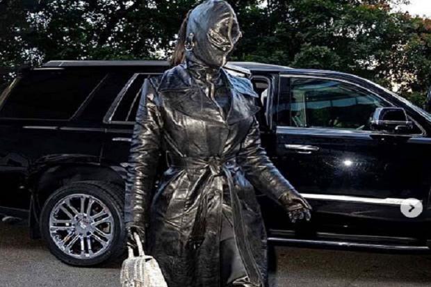 Tampil Bak Hantu, Kim Kardashian Jadi Sorotan di Met Gala 2021