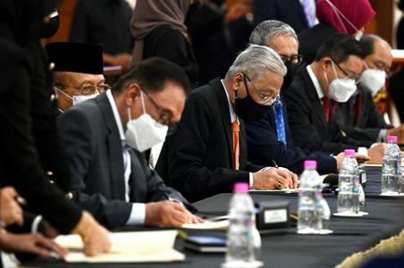 Pemimpin Baru Malaysia Raih Dukungan Oposisi saat Sidang Perdana Parlemen