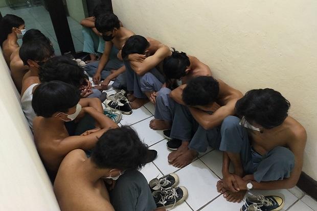 Belasan Pelajar Ini Gagah-gagahan Cari Lawan Tawuran, Ditangkap Polisi Langsung Loyo