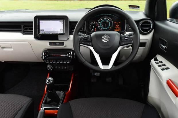 Cara Mudah Bikin Dashboard Mobil Lama Kinclong Lagi