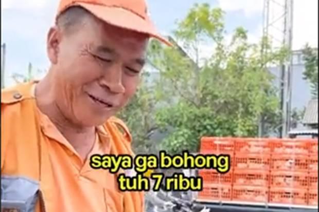 Viral! Tukang Parkir Tetap Senyum Walau Penghasilan Cuma Rp7.000