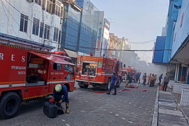 Plaza Pondok Gede Diamuk si Jago Merah, 2 Security Sesak Napas