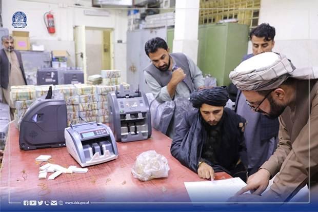 Taliban Setor Uang dan Emas Rampasan Perang ke Bank Sentral Afghanistan