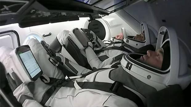 Empat Astronot Amatir Meluncur ke Orbit, Ungkap Kisah Inspiratif