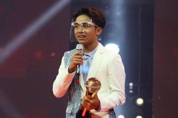 Betrand Peto Angkat Trofi Selebriti Muda Terobsesi di Obsesi Awards 2021