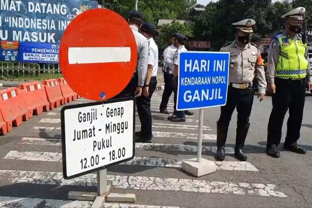Ganjil Genap di Tempat Wisata, Polisi Jaga Ketat Pintu Masuk TMII