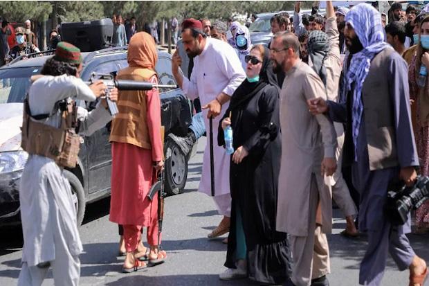 Taliban Buru Jaksa Wanita yang Ungkap Anak-anak Dipaksa Tanam Bom