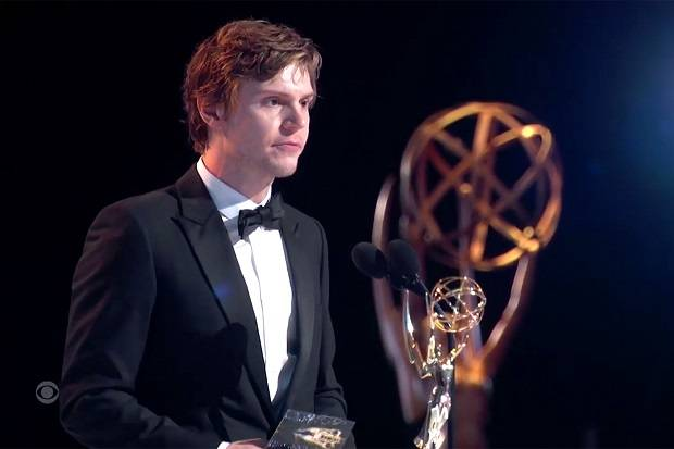 Evan Peters Menangi Emmy Awards Kategori Pendukung Serial Terbaik