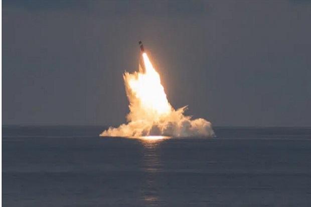Ribut Kapal Selam Nuklir, AS Tembakkan 2 Rudal Balistik Trident