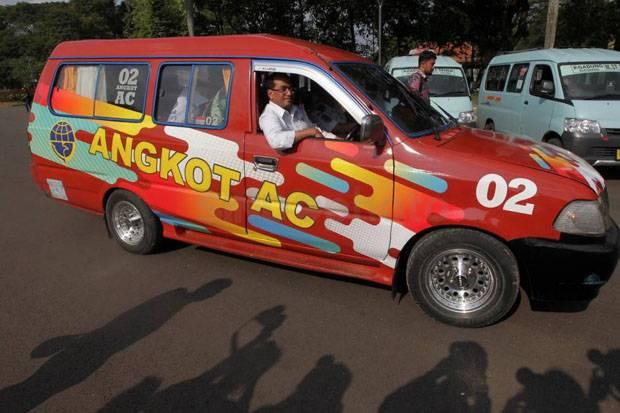 Ratusan Sopir Angkot Jadi Sasaran Polisi di Terminal Depok untuk Divaksin