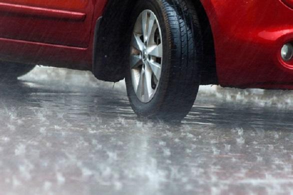 Tips Menghadapi Ban Mobil Selip di Jalan Licin dan Cara Mencegahnya