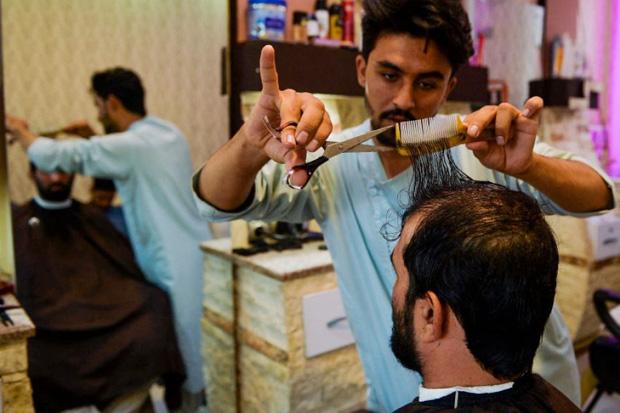 Taliban Berkuasa, Tukang Pangkas Rambut Menderita